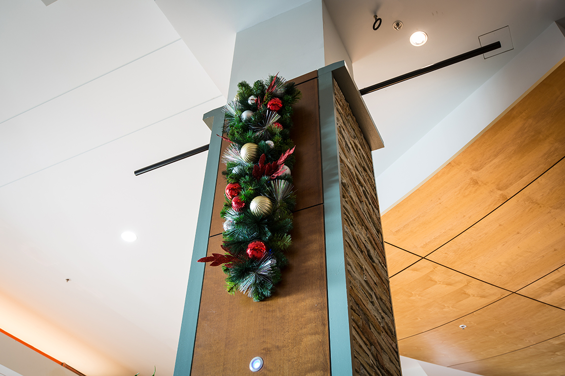 mall column christmas decoration - Christmas Column Decorations