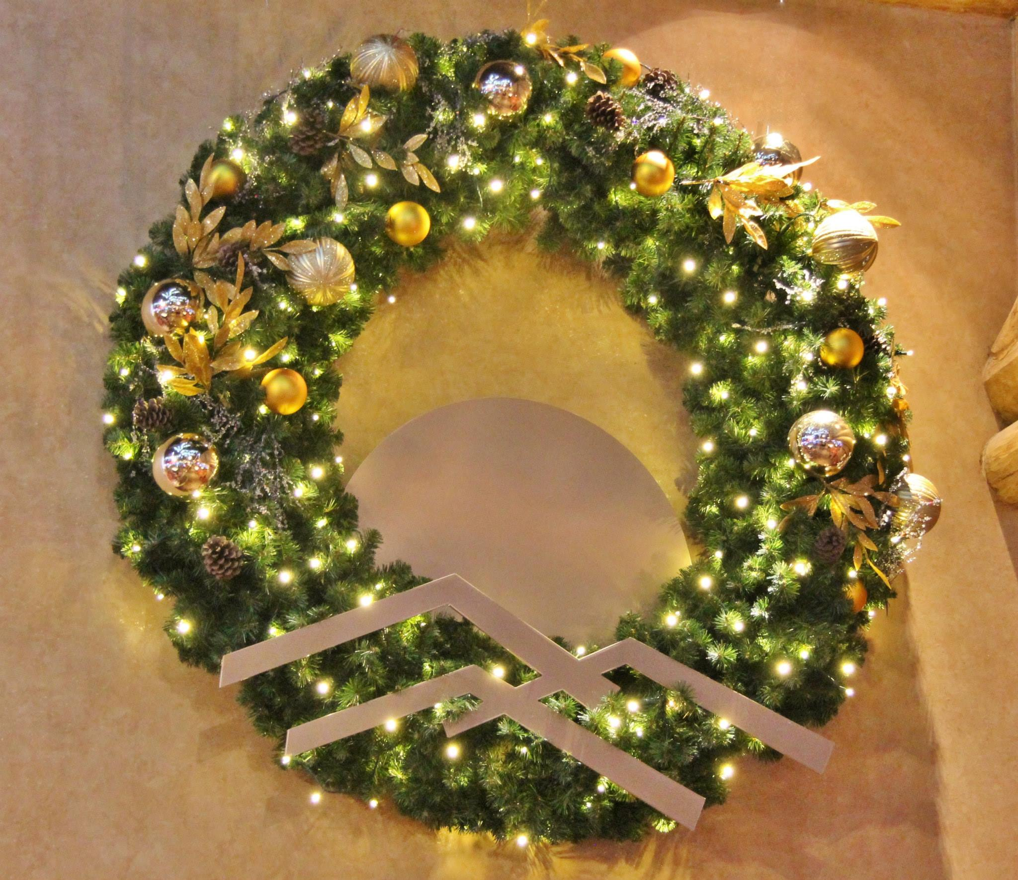 large outdoor commercial christmas wreaths downtown decorations