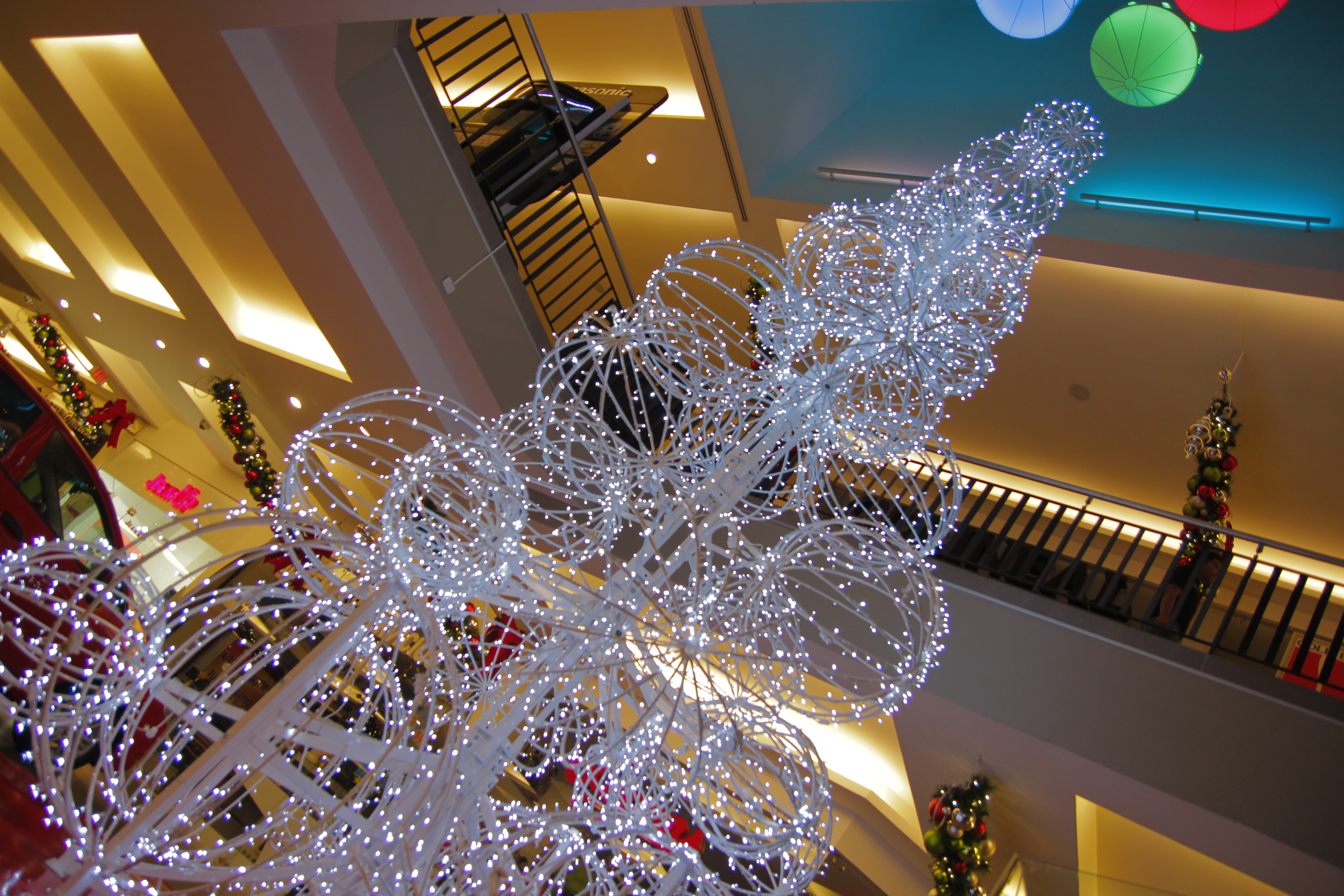 Commercial christmas decorations guayaquil commercial for Christmas decoration 94